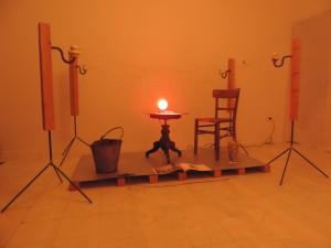 Kieselbrueter_Installation_von_Joachim_Poths_zur_Energy-Art-2014_in_der_Galerie_an_der_Ruhr_Muelheim_Foto_by_Ivo_Franz